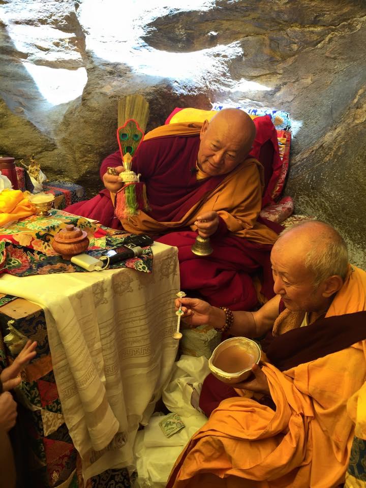 Дрикунг Кьябгон Четцанг Ринпоче Паломничество в Лапчи Брум Цог и Учения на Священной заснеженной Горе Лапчи Март-Апрель 2015