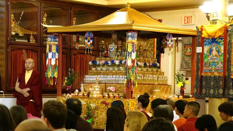Гарчен Ринпоче в центре Ринчен Чолинг. Церемония Долгой Жизни для Гарчена Ринпоче. Апрель 2015