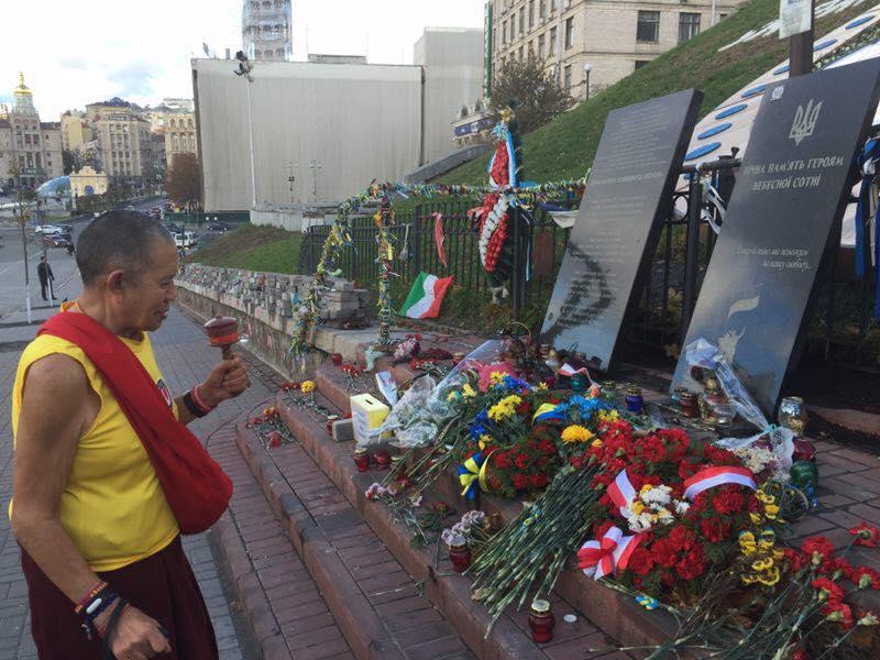 ЕП Гарчен Ринпоче - почтил память Героев Небсной Сотни